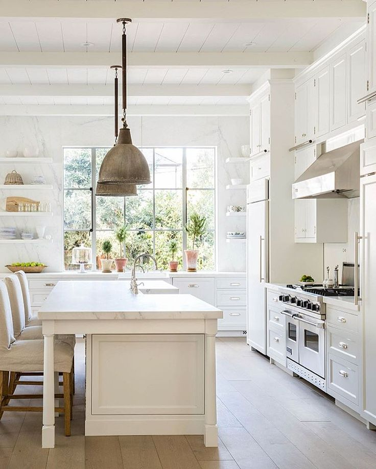 Designer, Photo Taker and Content Creator INTERIORS • LIFESTYLE • COUNTRY LIVING