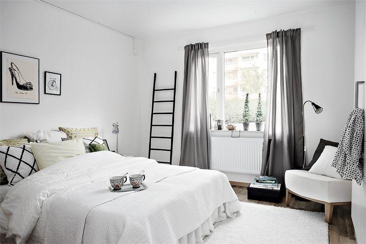 В сегодняшнем выпуске мы представляем сразу две квартиры, оформленным одним и тем же дизайнером. Классический скандинавский стиль. Более того, обе квартиры…