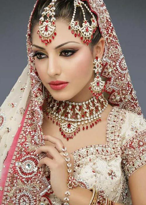 Indian Bridal Makeup Wear Hairstyles Dresses Jewellery Mehndi Jewelry Lehenga Wear Saree 2013: Indian Bridal Sets Pictures Photos Images Pics Designs 2013