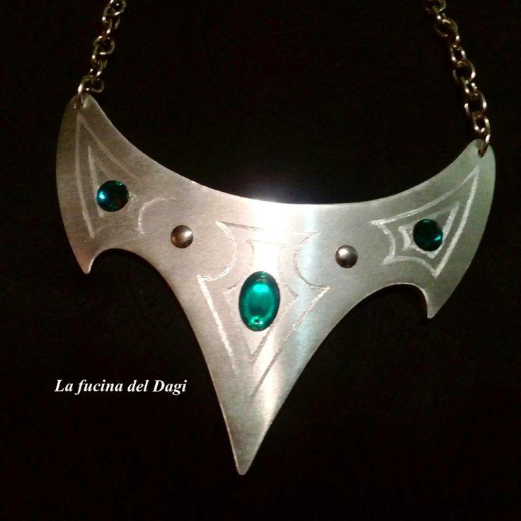 Collana Arwen (necklace / handmade / artigianato / fantasy / green / metal / accessories / gift for her / gothic / unique ) di LaFucinaDelDagi su Etsy