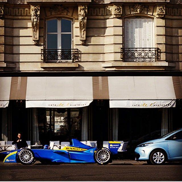 WEBSTA @ renault_france - Quand Nicolas Prost prend un café, en toute simplicité, place des Invalides à Paris... #RenaultZOE #EDams #RenaultZE #FormulaE #eFormula #PicOfTheDay