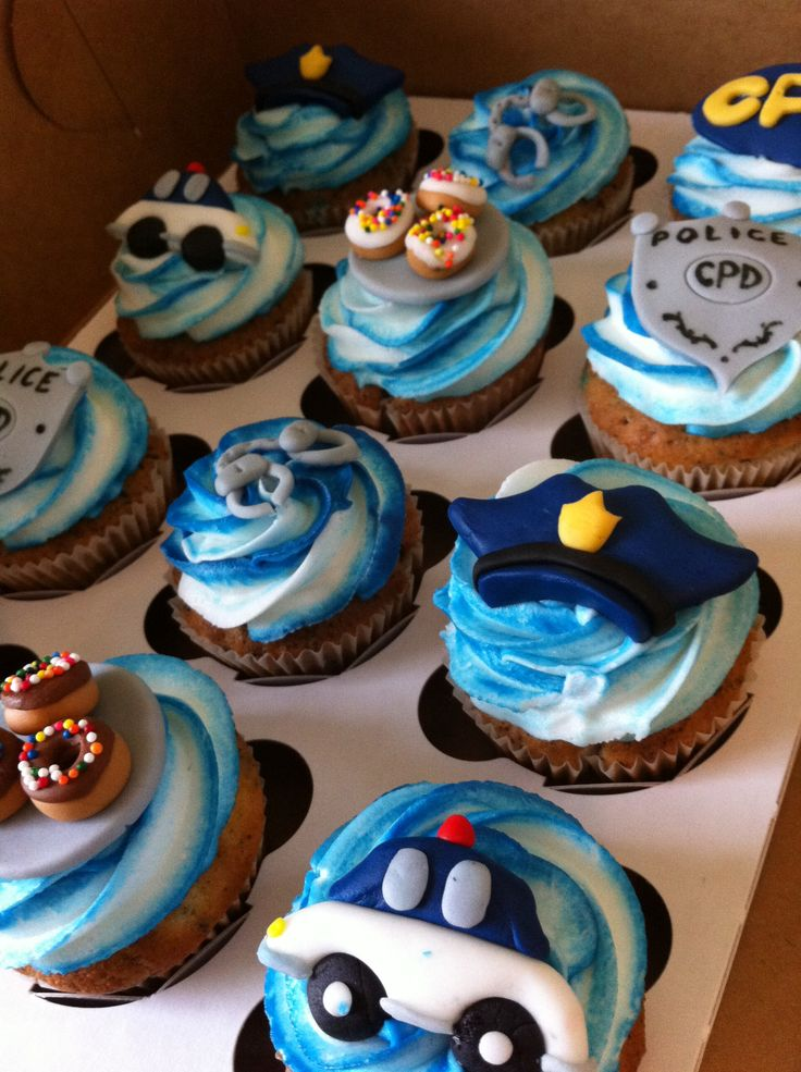 Police Themed Cupcakes In Blue And White With Fondant Cars