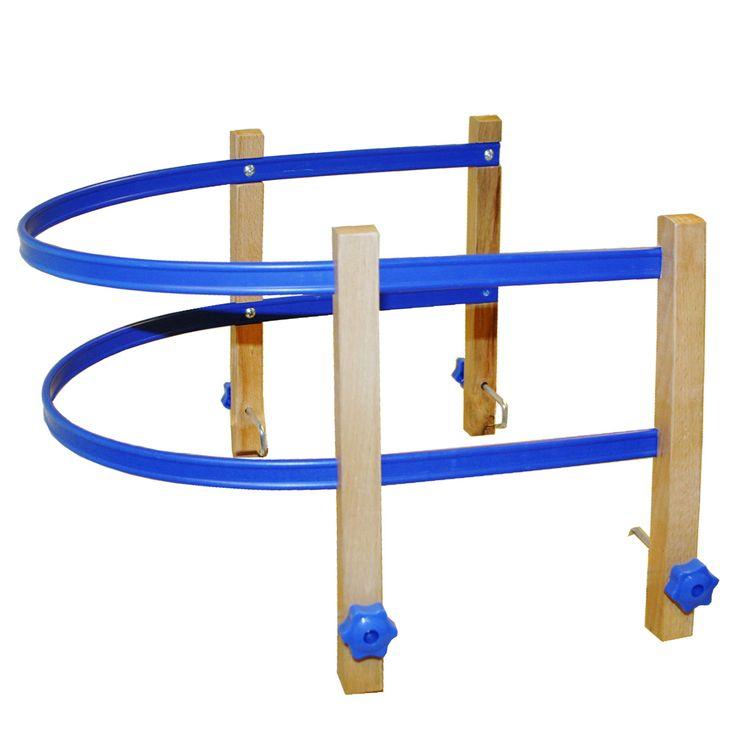 Handige houten rugleuning, eenvoudig te monteren op de opvouwbare slee. De rugleuning wordt geleverd met bijbehorende bevestigingsset. Exclusief veiligheidsriempje. Afmeting: geschikt voor artikel 1020962Leeftijd: Vanaf 3 jaar - Rugleuning Slee