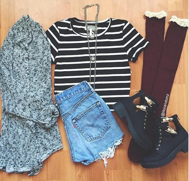 Calções ganga escura + tshirt riscas branca e preta + casaco malha cinzento + meias cor de vinho + botas aldo