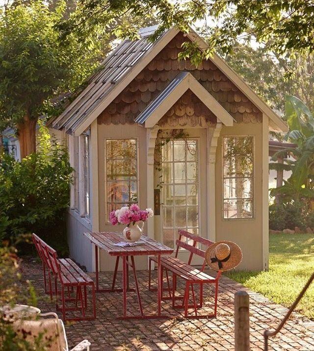 Epingle Par Nkom Sur Cabane En Bois Jardins Champetres Petit Patio Jardin Maison