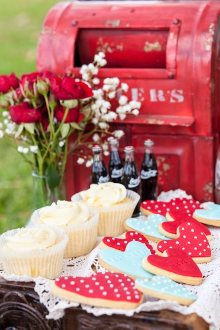 Vintage Bride ~ Red + Blue Rockabilly Wedding Inspiration ~ Photography by Nicole Spears Photography ~ Picnic Styling by Cake Craze ~ [vintagebridemag.com.au] ~ #vintagebride #vintagewedding #vintagebridemagazine