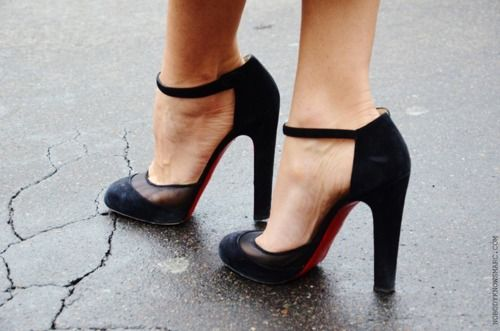 #LOUBI: Prom Shoes, Shoes Fit, Black Shoes, Woman Shoes, Black Heels, High Heels, Black Pumps, Christian Louboutin, Vintage Style