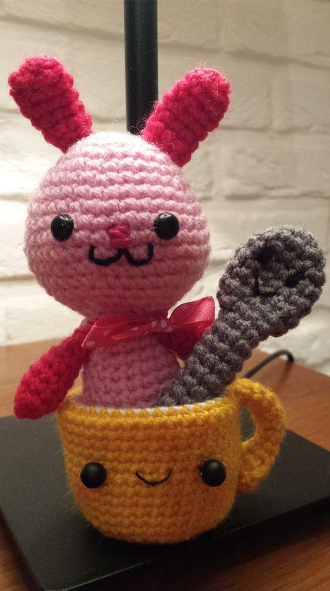 Kijk wat ik gevonden heb op Freubelweb.nl: een gratis haakpatroon van Haken met Mini om dit schattige konijntje in een kopje met een lepeltje erbij te maken  https://www.freubelweb.nl/freubel-zelf/gratis-haakpatroon-konijn-13/