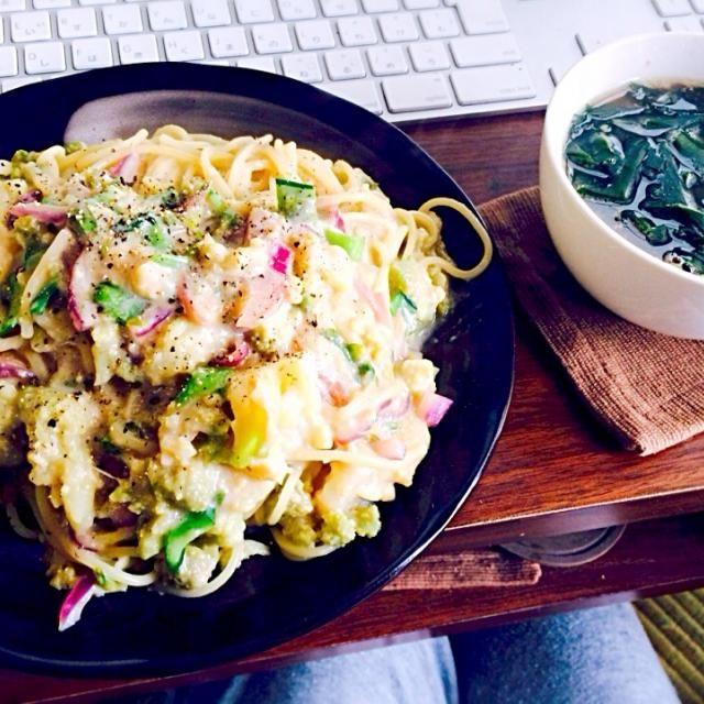 本当に時間のない時はスパゲッティですね 作り過ぎて同居人にお裾分けしました - 15件のもぐもぐ - 蕗の薹とロマネスコと小松菜の茎と赤玉ねぎのスパゲッティと卵と若芽の中華スープ by toki69