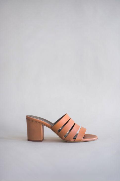 c32780402 Pin en Shoes - Heel sandals