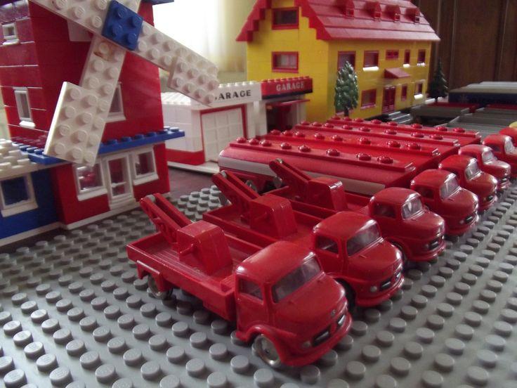https://flic.kr/p/e4NEJY   Lego 650, 656   Lego Mercedes Abschlepp-Lkw (Nr. 656) und Mercedes Esso-Tanklastwagen (Nr. 650)