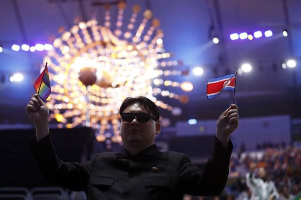 A man impersonating North Korea's Kim Jong-un attends the closing ceremony of the Rio 2016 Olympic Games at the Maracana stadium in Rio de Janeiro on August 21, 2016. / AFP / Odd ANDERSEN