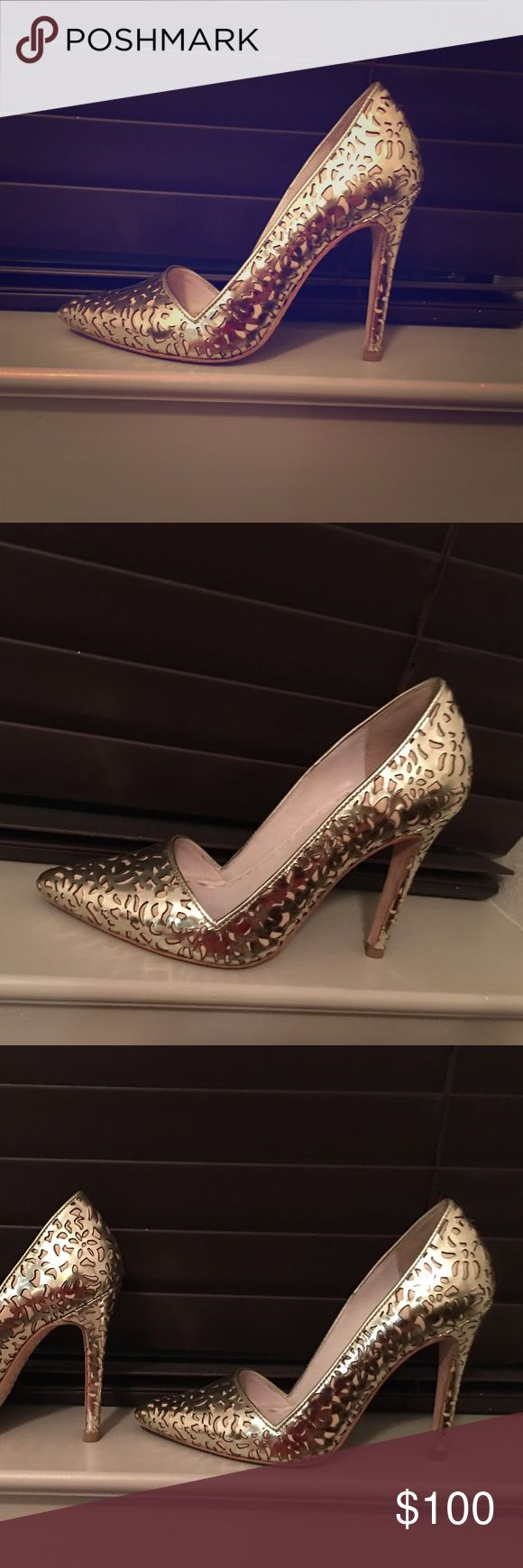 Alice + Olivia metallic gold stilettos Beautiful metallic gold stilettos. These are the shoes that will MAKE the outfit. You will WOW every room you walk into with these shoes! Alice + Olivia Shoes Heels