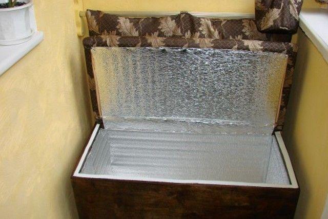 Ящик-диван для хранения овощей на неотапливаемом балконе