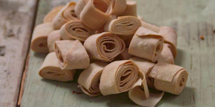 Παραδοσιακά ποντιακά ζυμαρικά με ιδιαίτερο σχήμα από τον Γυναικείο Αγροτικό…
