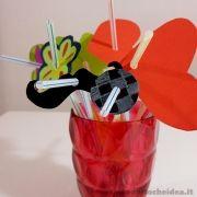 Un'idea semplice ma di grande effetto: le feste avranno tutto un altro sapore con le cannucce decorate a tema. Cin cin! Con acqua e succo di frutta brindiamo al divertimento e all'estate!