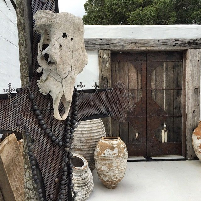 Little bit of Santa Fe anyone? ISLAND LUXE  THE COURTYARD Featuring new custom pieces by @leebrennandesign