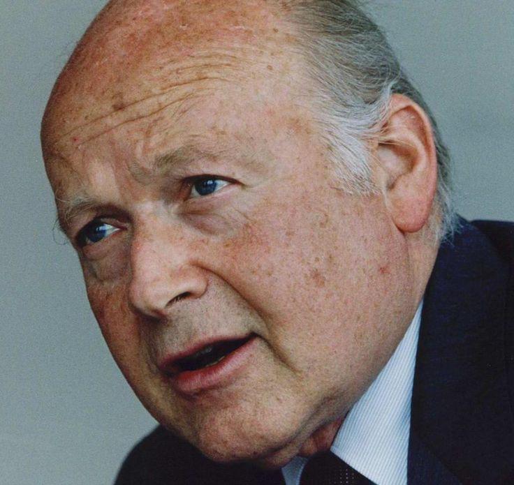 † André Szász is  (84)    December 2016  Econoom en voormalig directielid van De Nederlandsche Bank (DNB) André Szász is overleden. Dat heeft DNB donderdag bekendgemaakt. Szász is 84 jaar oud geworden. https://youtu.be/C9ZNRMYFYnI