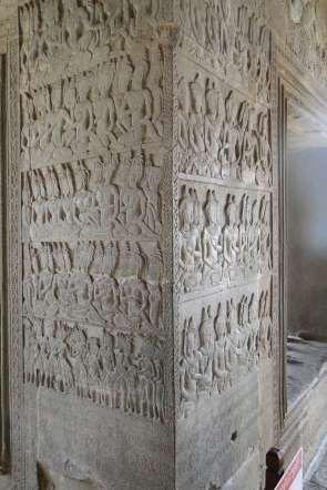 Ни одна из фигур на барельефах Ангкор-Ват не похожа на другую. У них разное выражение лиц, разные по... - Commons.wikimedia.org