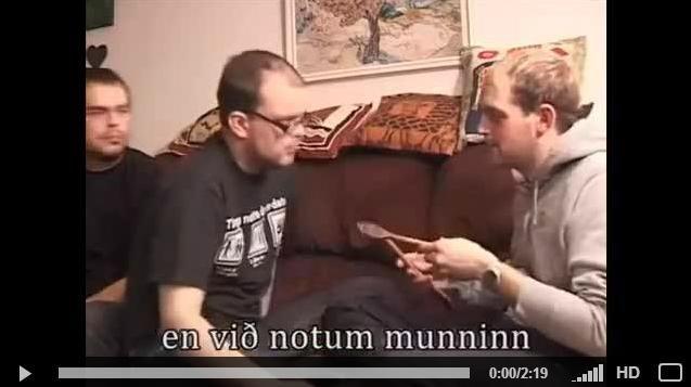 숟가락 입에 물고 머리 때리기 http://bbhumor.kr/bbs/board.php?bo_table=humorvideo&wr_id=120255