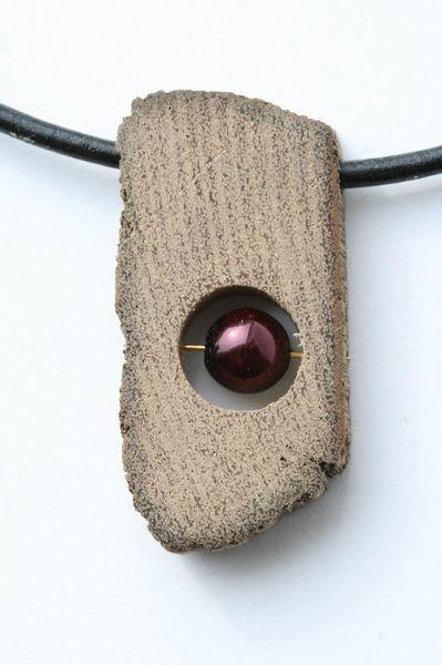 Driftwood necklace with a pearl .........................................................................................................Schmuck im Wert von mindestens   g e s c h e n k t  !! Silandu.de besuchen und Gutscheincode eingeben: HTTKQJNQ-2016