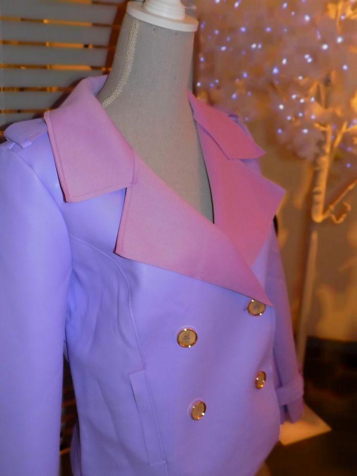 Une veste de pluie aux tonalités lilas. A vous d'accorder vos tenues.