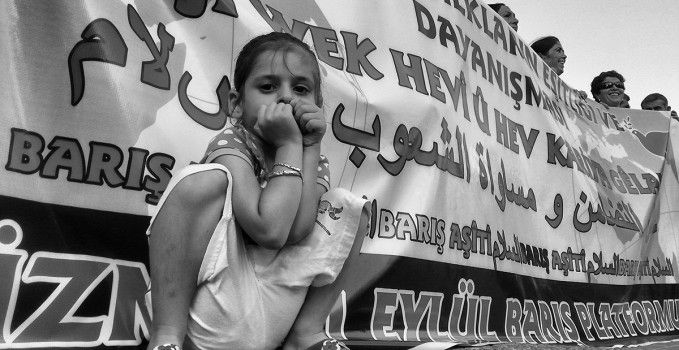 İzmir'de bugün yapılan Barış Yürüşü'ne dair notlar, fotoğraflar ve videolar...