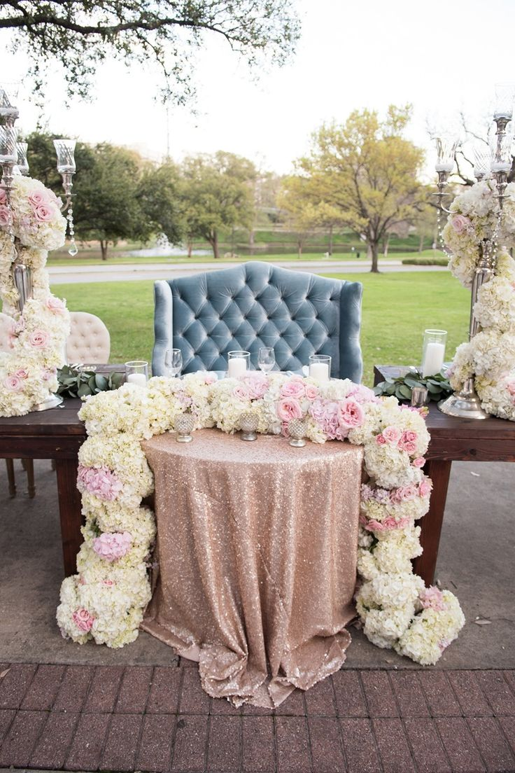 Sweetheart Table With Love Seat Photography Karlisch