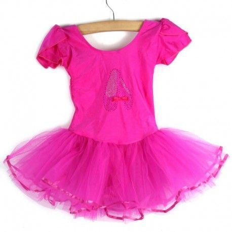 Heel mooi roze soepel spandex balletpakje met glanzende balletschoentjes op het voorpand en een mooie wijdvallende, meerlaagse tutu.   Model: Sarah