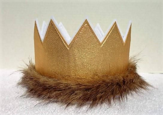 This listing is for one Gold Wild One Birthday, Party, and Play Crown. These crowns are made with 2 layers of eco-fi felt and one layer of Fabric and one layer