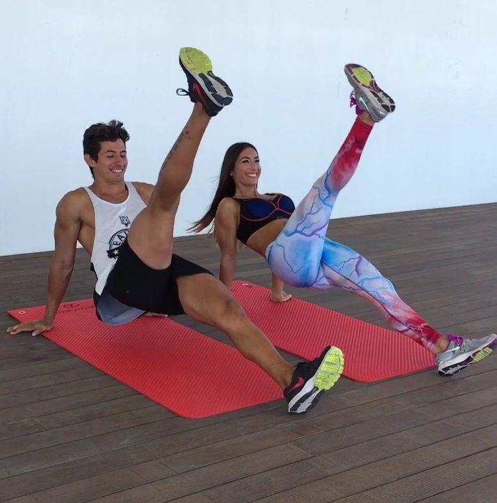 Circuito de entrenamiento para marcar tus abdominales a través de elevaciones y crunches.