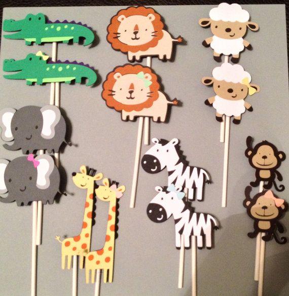 Questa è la lista per Arca Cupcake Toppers 14 di Noè. Può essere utilizzato anche per Safari, Zoo o animale centrotavola a tema pure! Un grande tavolo decorazione per un compleanno o baby doccia.    Tutti i colori possono essere personalizzati per i tuoi colori specifici del partito. Questi adorabili toppers dispone la coppia dei seguenti animali! Ogni animale è circa 2,5 pollici.    Elefante  Leone  Zebra  Alligatore  Scimmia  Giraffa  Agnello    Si riceverà un totale di 14 animali (7…