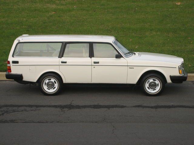 A classic wagon... volvo 240DL