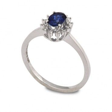Δαχτυλίδι ροζέτα με οβάλ μπλε ζαφείρι & διαμάντια από λευκόχρυσο Κ18 | Δαχτυλίδια με πολύτιμες πέτρες στο κοσμηματοπωλείο μας στο Χαλάνδρι  #μπλε #ζαφειρι #διαμάντι #ροζετα #δαχτυλίδι