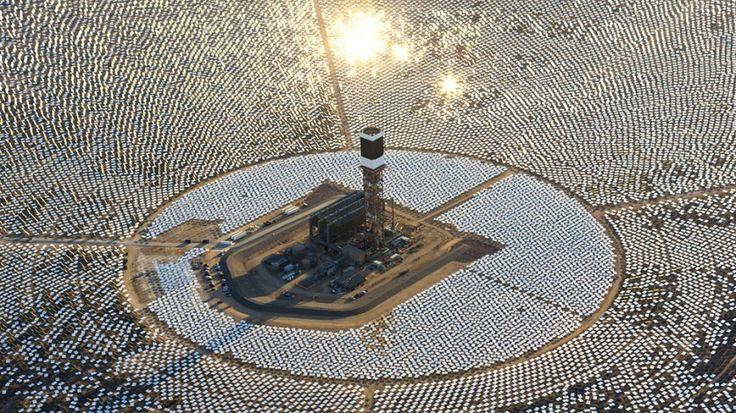 A planta do Ivanpah Solar Electric Generating System (em tradução livre, Sistema Gerador de Energia Solar Ivanpah) ocupa cerca de 12 quilômetros quadrados de terras federais perto da fronteira dos estados da Califórnia e Nevada, nos EUA.