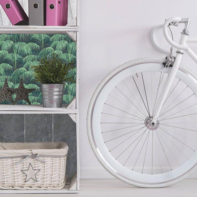 Créer une décoration rétro avec un petit budget ? 😄 => L'idee est de récupérer des cagettes en bois pour faire des étagères => Utiliser différents modèles de papier peint à découper & coller #interiordesign #deco #fairesoimeme #doityourself #decoration #homestyle #instadecor #interior4all #decortips #designmural #design #papierpeint #createurfrançais #wallpaper #wallcovering #hipsters #fixie #livingroomdecor #personnalisation #fixielife #fixi #like4like #etagere #homedeco #decoblog…