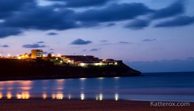 Cerca del paraíso #cantabria #playa #mar #costa #largaexposicion #longexposure #fotografia #noche #nocturna #faro # viaje #vlog #escapada #romantica #behappy #bekatterox
