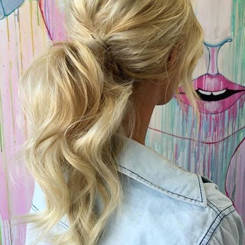 I have officially found the perfect wedding ponytail - double tap if you agree!  If you are looking for great hair insp I highly recommend checking out @ohhellohair   #perfection #adore #beautiful #hairgoals