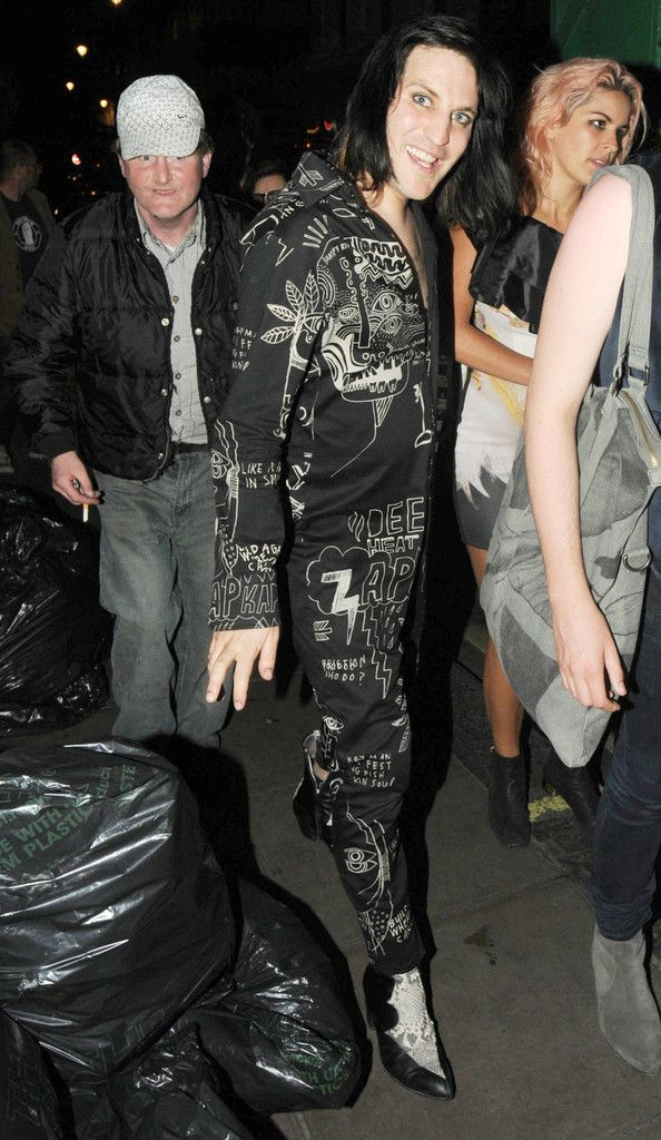 Noel Fielding Photos Photos - Noel Fielding and Lliana Bird seen leaving after attending a birthday party at Groucho Club in London. - Celebs Out Late in London