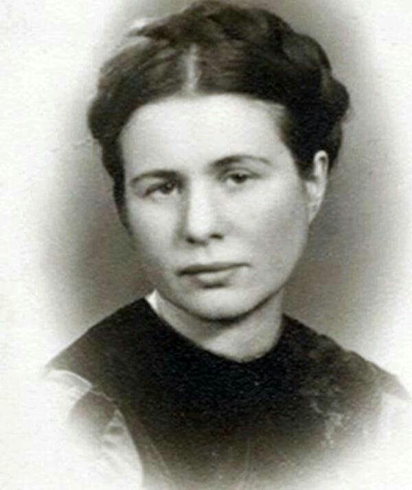 Irena (code name Jolanta) Sendler. Rescued over 2500 jewish children in Warsaw, Poland during the WWII by all means of (c)overt transport: ambulance, suitcases, sacks and even coffins with cohorts and with the german resistance org Zegota. Arrested Oct 20 by nazis but lived to tell the tale in Life in a Jar.