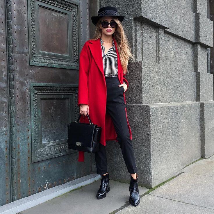 Сочетание красного с чёрным - беспроигрышный вариант На Тане: кашемировое пальто из новой коллекции PEONY FASHION, шляпа ручной работы нового бренда POLINA GRUDDEVA, полосатая рубашка от LEVALL, классические брюки на высокой талии SAY MY NAME, кожаная сумка NA LEATHER и кожаные челси от французского бренда JONAK  #lm22_ультрамодный