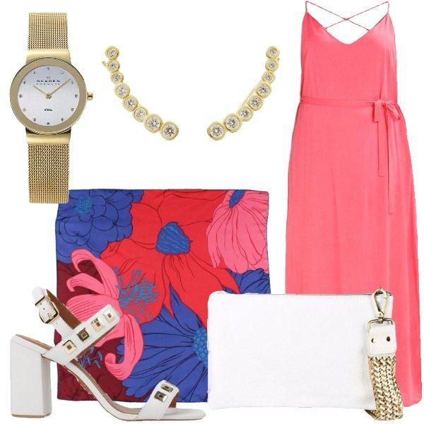 Outfit composto da vestito lungo in viscosa, foulard di seta a fantasia floreale, sandali in pelle con applicazioni in metallo, borsa a mano bianca in pelle, orecchini in vetro e metallo dorato e orologio in acciaio inossidabile.