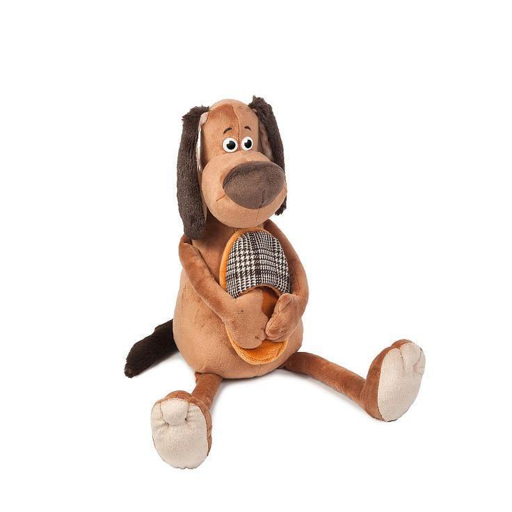 Коричневый пес с хозяйским тапком по выкройке.