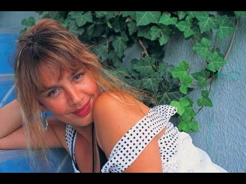 ✿ ❤ Perihan ❤ ✿ ♫ ♪ Sezen Aksu - Haydi gel benimle ol (1984) (Orijinal plak kayıt ) (sözler: Bende zincirlere sığmayan o deli sevdalardan  Kızgın çöllerde rastlanmayan büyülü rüyalardan  Kolay kolay taşınmayan dolu dizgin duygulardan  Yalanlardan dolanlardan daha güçlü bir yürek var  Haydi gel benimle ol  Oturup yıldızlardan bakalım dünyadaki neslimize  Ordaki sevgililer özenip birer birer Gün olur erişirler ikimize  Uzanıp yüreğimin ateşiyle yeniden  Yıldızları tek tek yakacağım...dvm)