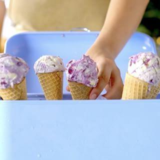 Blueberry Meringue Ice Cream @tastemadebr ⠀ ⠀  Save this recipe on our app! Link in bio.⠀ ⠀ #icecream #meringue #blueberry #desserts #sweettooth