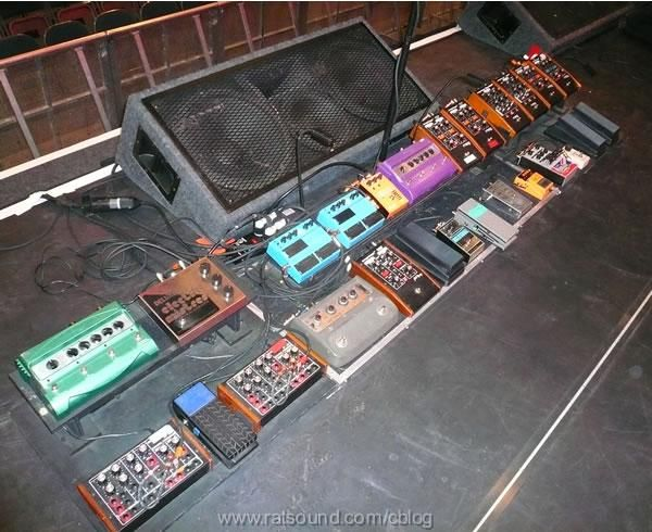 John Frusciante Pedalboard - Red Hot Chili Peppers 2006 ...