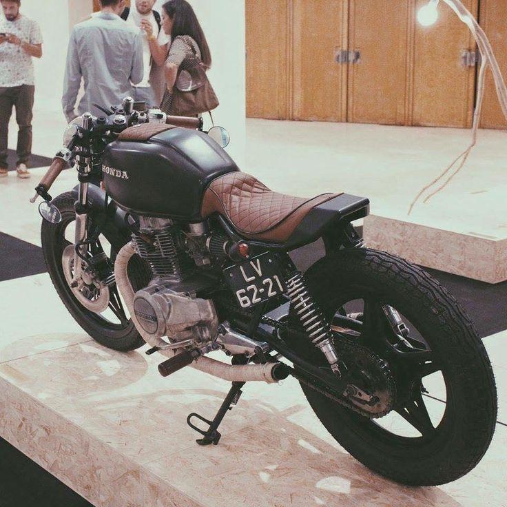 Sexta Insana: CB 400 by Emanuel | Garagem Cafe Racer                                                                                                                                                                                 Mais