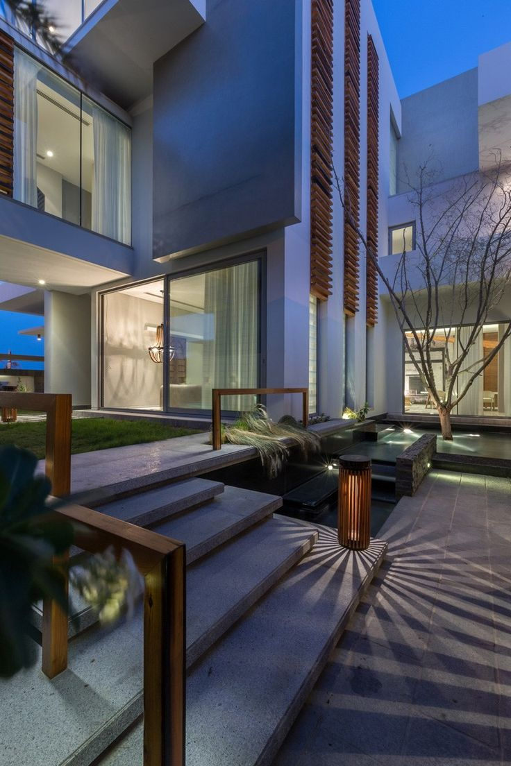 Cohen residence entry courtyard modern landscape houston by rh - A Contemporary Home For A Family In Bahrain