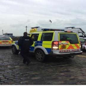 Siedmiu nielegalnych imigrantów aresztowano bezpośrednio po wyłowieniu z morza w Folkestone (foto: Simon Jones)