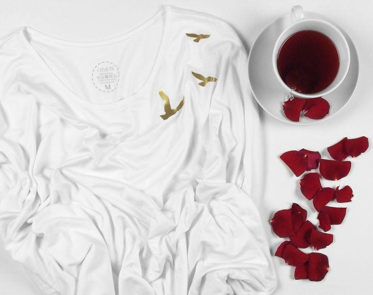 Tshirt gold birds original fashion with a message